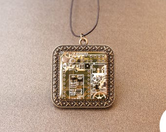 Cyberpunk Necklace - Steampunk Pendant - Steampunk Electronic Neckalce - Victorian Jewelry - Electropunk - Geek Things - Statement Jewelry