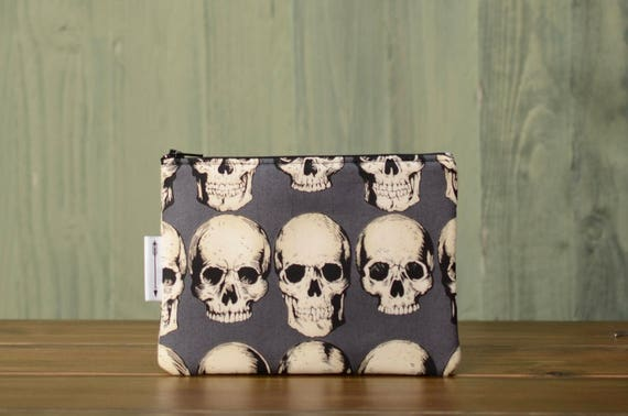 Grey skulls zipped pouch