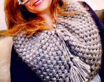 Puff Stitch Cowl-woven neck to crochet.