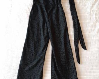 Black Lines Jumper: Size Medium WITH pockets!