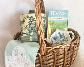 Vintage Blue Willow Tea Time Basket