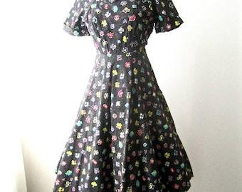 M 40s 50s Dress Novelty Print Cotton Black Pink Pink Purple Metallic Gold Full Skirt Summer Party House Day Dead stock Needs Zipper Medium