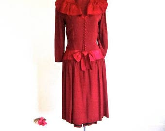 M 30s 40s Red Dress Rayon Crepe Satin Drop Waist Buttons & Bows Side Zip Raspberry Art Deco Depression