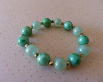 Stretch Bracelet green marbled glass beads