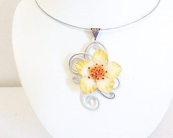 Necklace, pendant, spiral and flower potentile