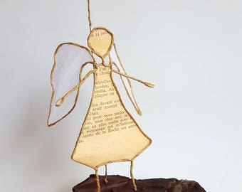 Old paper and kraft wire sculpture