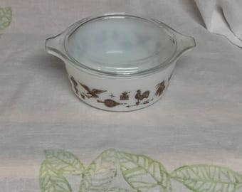 Vintage 1960s PYREX Early American Casserole Bowl 1 1/2 Pt. #472 with Lid #11-470-C