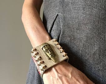 "White leather and wood bracelet ""bronze face"""