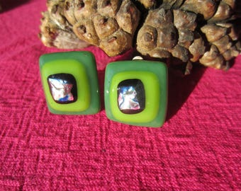 Clip earrings in green moss, light green and black glass with silver inclusion
