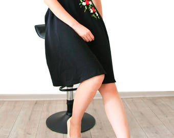 Dress with floral embroidery ribbons