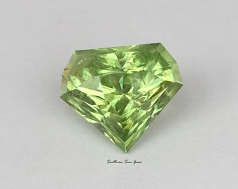 Peridot 6.4ct loose gemstone cut in the UK for jewellery or collecting