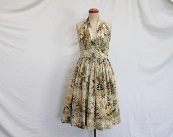 50s Halter neck dress. Vintage clothing. Marilyn Monroe neckline. Flattering.