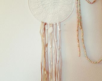 Attrape rêves / Dreamcatcher boheme blanc / beige / or