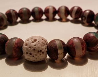Bracelet with agate stones and lava stone.