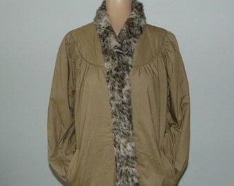 Vintage 70s Coat faux fur collar Warm winter coat Beige coat 70s maxi coat Women long coat 70s long coat Button down coat Womens raincoat