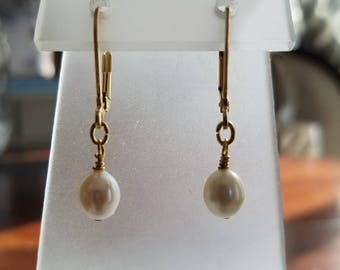 Single Drop Genuine Freshwater Pearl on Gold Plated Leverbacks