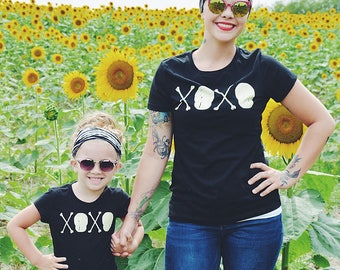 Skull and Crossbones. Hugs and Kisses. Cotton GIRLS Black Tee / Skull, Goth, Punk, Love, XOXO, Childrens Tshirt
