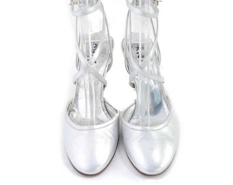 Size 7// Vintage Womens DKNY  Shoes //  Silver Leather Strappy Ankle Slingbacks// Silver Heels Sandals//  208