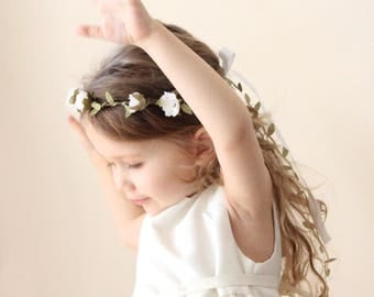 Flower girl crown, White flower wreath, White rose, Green leaf wire, floral wreath, Toddler Photo Prop, Photography prop (12+ months)