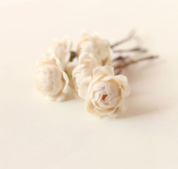 Cream rose bobby pins, Off-white flower hair clips, Bridal accessory bobbies, Ivory floral hair pin set, Vintage flowers, Bobby pins set