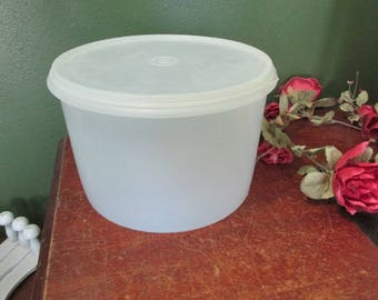 Tupperware Canisters Econo Round 1970s White