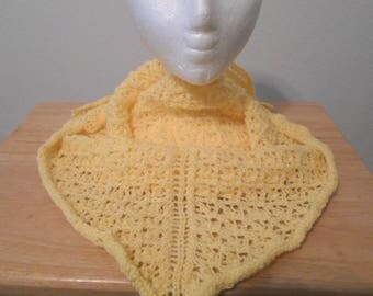 Shawl - Handknitted Triangle Shawl in Yellow with a pretty Lace Pattern