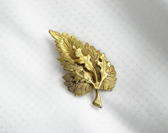 Beautiful Leaf Brooch Vintage 3D 40s Pin Etched Metal Jewelry