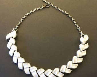 Lisner Lucite Necklace, Vintage Jewelry, Lisner Jewelry, Mid-Century Lucite Choker, Lisner Choker, Modern White Necklace, Retro White Choker
