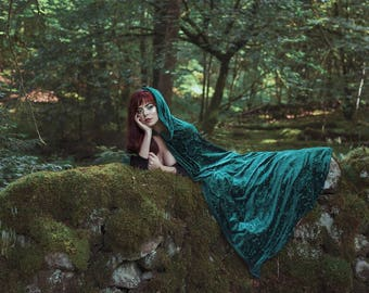 Cloak Burnout Velvet Green Cape Fairytale Fantasy Witch with hood Elven style