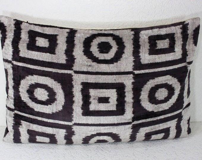 Silk Velvet Ikat Pillow Cover Lp414, Bohemian pillow, Velvet Ikat Pillow, Velvet Pillow, Velvet Pillow Cover, Ikat Pillows, Throw Pillows