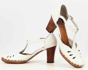 vintage 40s shoes / 1940s white leather heels / t-strap summer heels / tear drop cut out heels / topstiched shoes / 6.5 heels