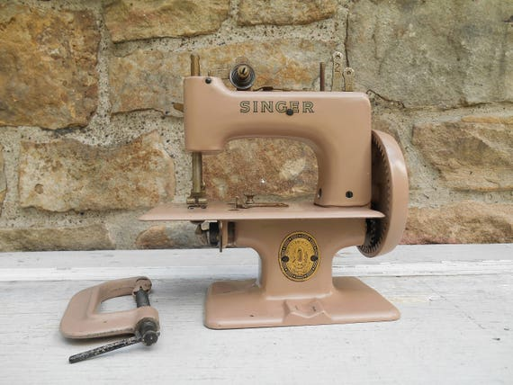 Vintage Singer Sewing Machine Miniature Child Size Toy with Table Clamp Holder Simanco 29965 Taupe Metal Made in Great Britain