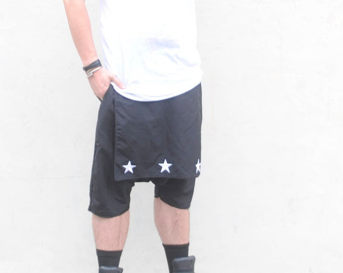 Waterproof material Short Kilt Mens Dropped Crotch Short with Kilt Flap Front and Back Overlay with Emborbiored Contrasting Stars