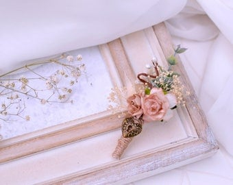 Blush boutonniere, Heart boutonniere, Rustic boutonniere, Men's wedding boutonniere, Padlock lapel pin, Rustic buttonhole, Groom corsage pin