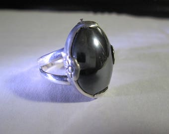 Ring, size 7 1/2... Hematite.. sterling silver