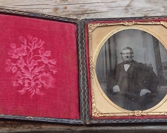 Antique Daguerreotype photograph of a gentleman