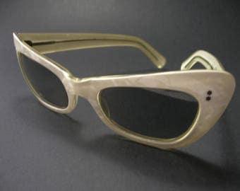 Vintage 1950s Polaroid Sunglasses - Pearlised Cream Cat Eye Frames