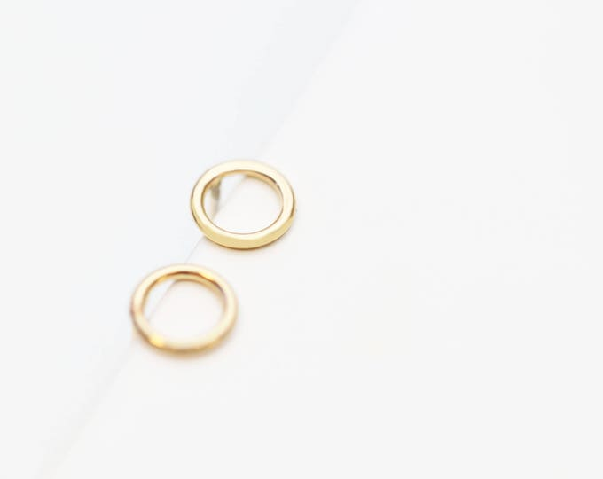 Circle Studs - Ring Stud earrings in Gold filled and Sterling silver / Modern earrings Gifts for her