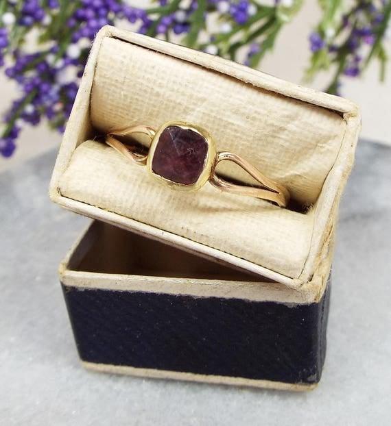 Antique Georgian 9ct Gold Solitaire Foil Backed Almandine Garnet Ring / Size Q 1/2