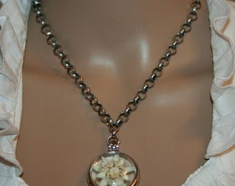 Necklace with cultured edelweiss in a medaillon