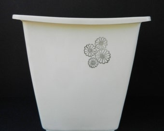 Vintage Rubbermaid Plastic Trash Can, Ivory with Daisies, Small Waste Basket, Waste Can, Bathroom, Powder Room or Bedroom, Housewares