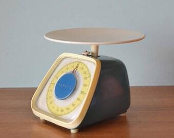 Vintage Turquoise Yamato kitchen scales
