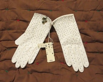 Vintage 1950s NOS Crescendoe white gloves glass beads size 7 1/2 cloth short evening original tags unused unworn (62417)
