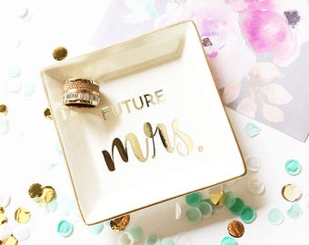 Ring Dish Mrs - Ring Dish Wedding Ring Dish Ring Holder Dish Engagement Ring Holder Wedding Engagement Gift for Bride from Friend (EB3180T)