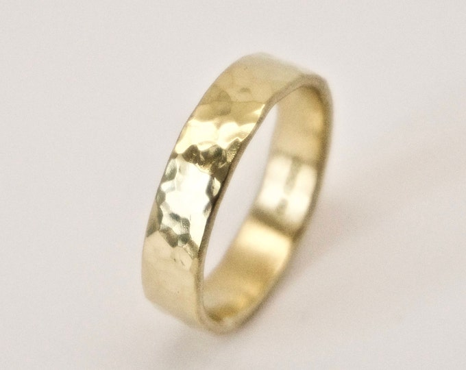 Gold Round Hammered Ring in 18 Carat