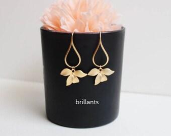 Orchid flower Earrings, Gold or Silver, Wedding earrings, Bridesmaid jewelry, Bridesmaid gift, Flower earrings
