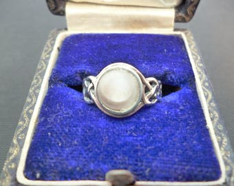 A small vintage mother of pearl and silver ring - 925 - sterling silver - UK I - US 4.5 - Kit Heath