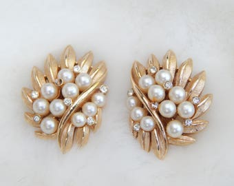 trifari gold clip on earrings with pearl and crystal