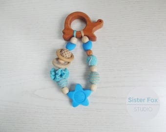 Crochet teether on a clip Wooden teether crochet teething toy New mom gift Eco friendly toys Natural toy Silicone teether Crochet rattle toy