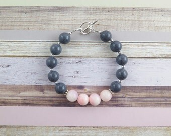 Gray beaded bracelet with pink focal beads / pink / light pink / gray / focal beads / toggle clasp / gift / lifestyle jewelry